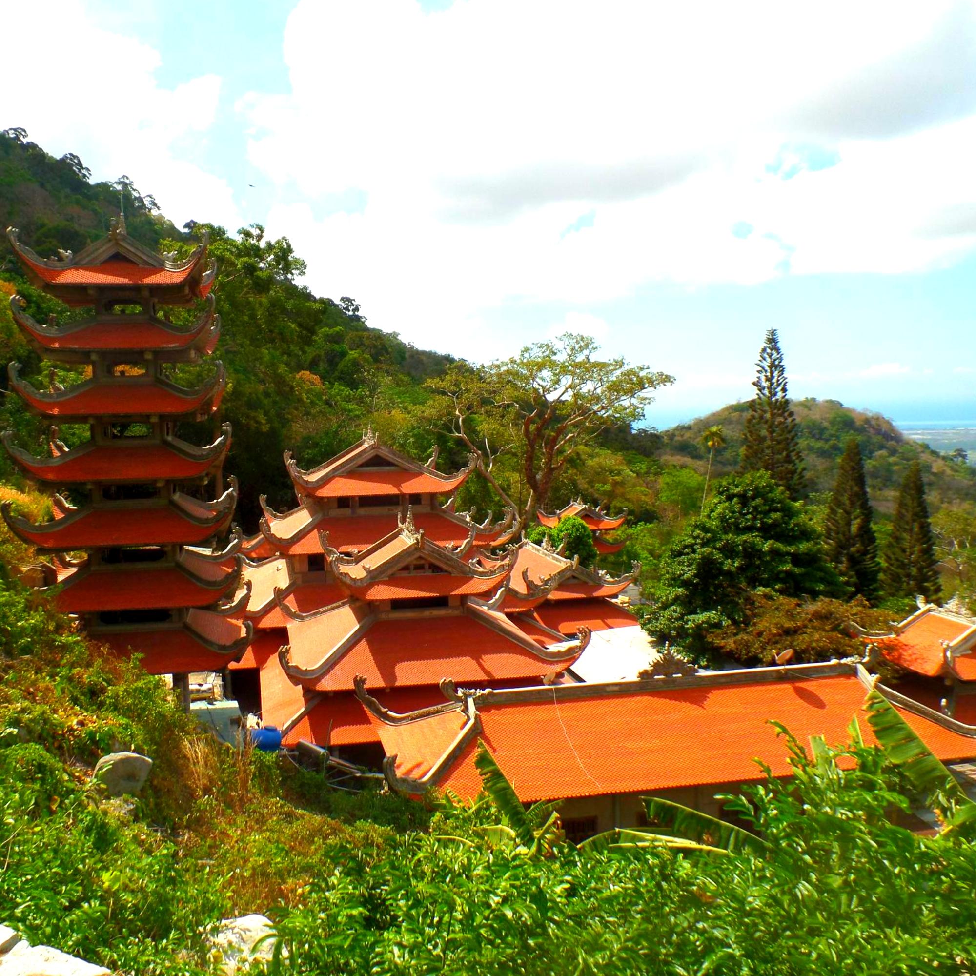 Гора Та Ку и огромный лежачий Будда